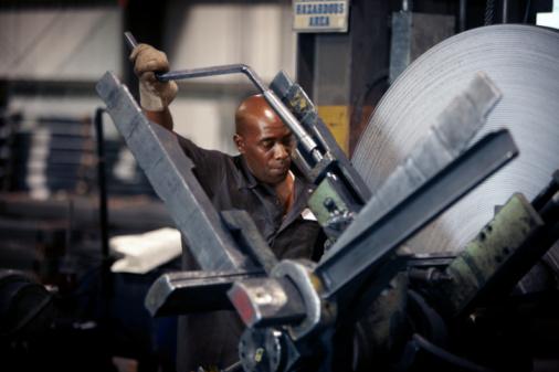التحديات التي تواجه العمليات الصناعية والإنتاجية في الدول العربية